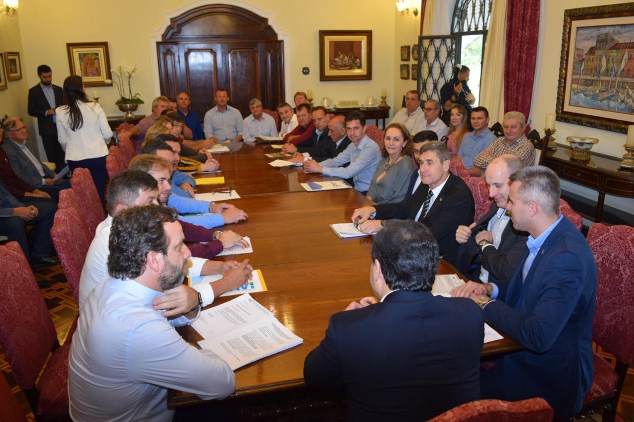 Governador do Estado assume compromissos com prefeitos do Alto Vale