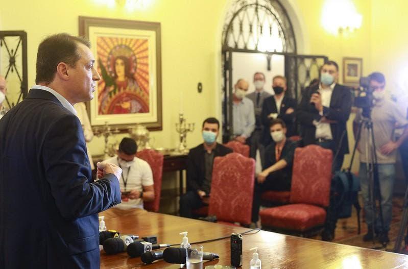"""Governador Moisés nega contatos sobre respiradores: """"não conversamos com ninguém"""""""