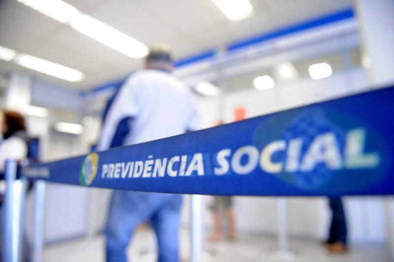 Governo antecipa parcela do 13º salário de aposentados do INSS