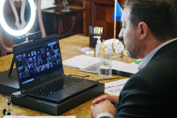 Governo do Estado garante vacinação contra o coronavírus para população catarinense em reunião com a Fecam