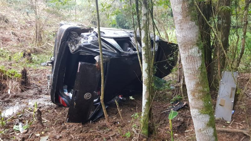 Homem fica ferido após carro cair em ribanceira na SC-350 em Ituporanga