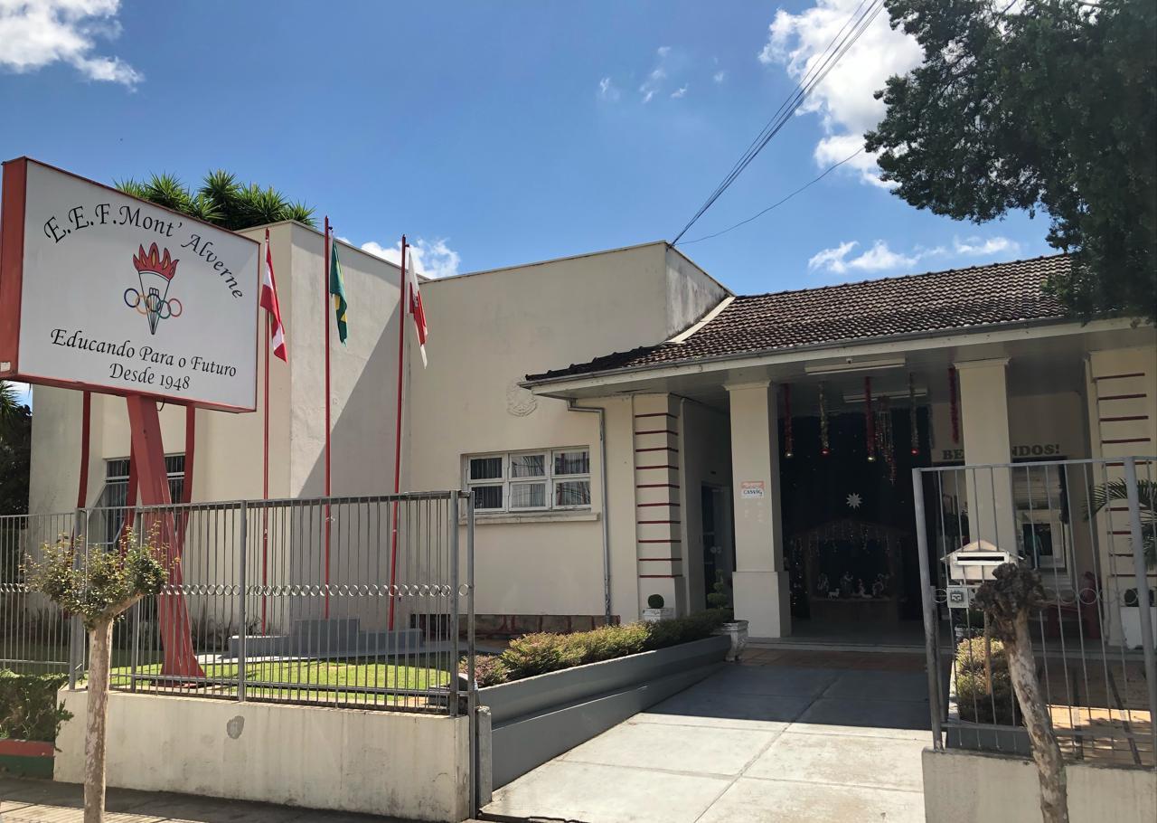 Homenagem lembra os 70 anos da Escola Mont'Alverne em Ituporanga