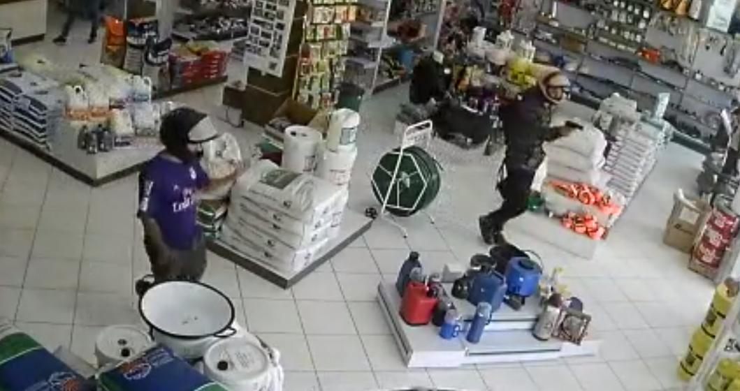 Homens armados assaltam agropecuária em Alfredo Wagner
