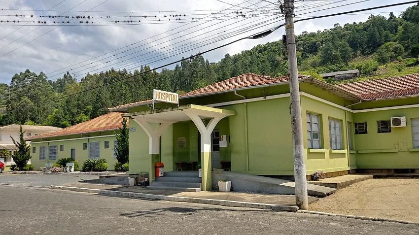 Hospital de Alfredo Wagner precisou ser fechado por conta de estragos com vendaval