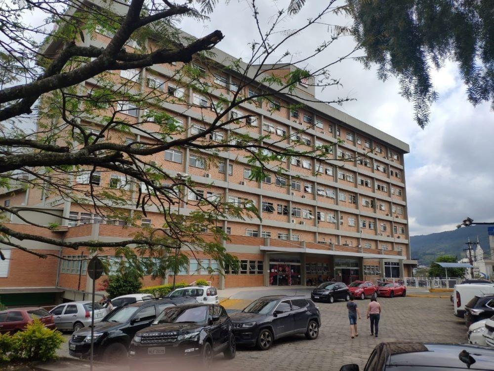 Hospital Regional Alto Vale volta a suspender as visitas a partir desta quinta-feira (19)