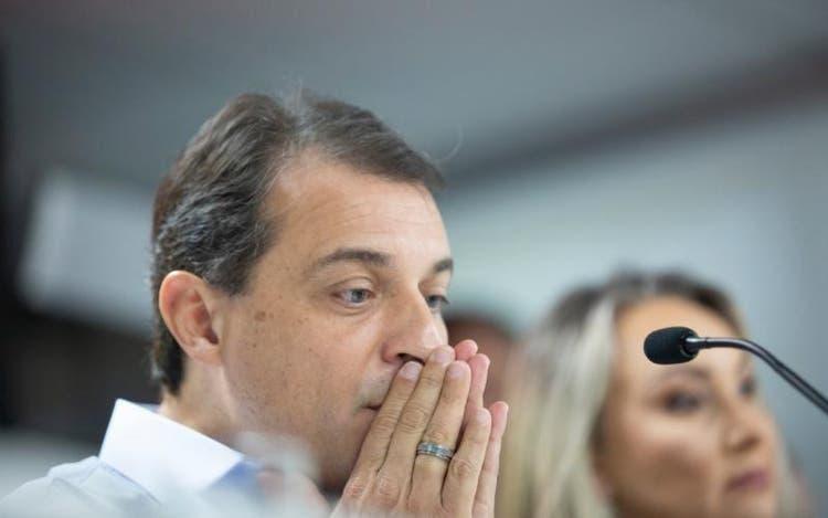 Impeachment é aprovado, Moisés é afastado do governo de SC e Daniela assume