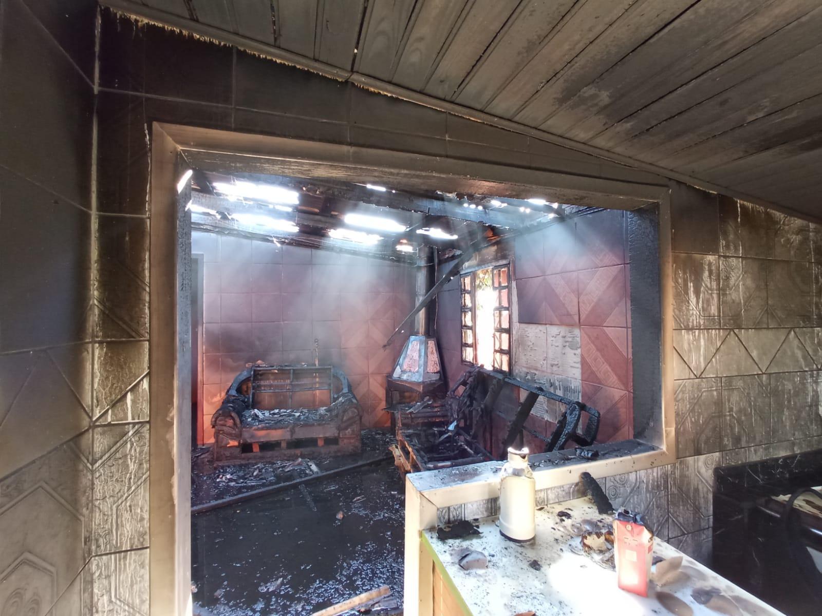 Incêndio em residência é registrado em Bom Retiro