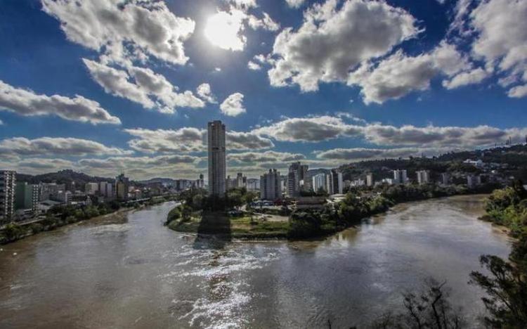 Justiça determina que 52 cidades do Litoral e Vale do Itajaí implantem sistema de esgoto