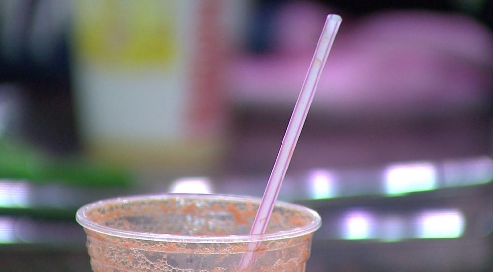 Lei que proíbe uso de canudinhos plásticos em estabelecimentos comerciais é sancionada em SC