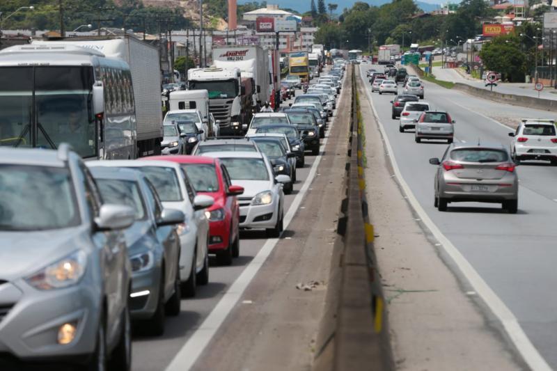 Manter veículos na pista em acidentes sem vítimas pode resultar em multa