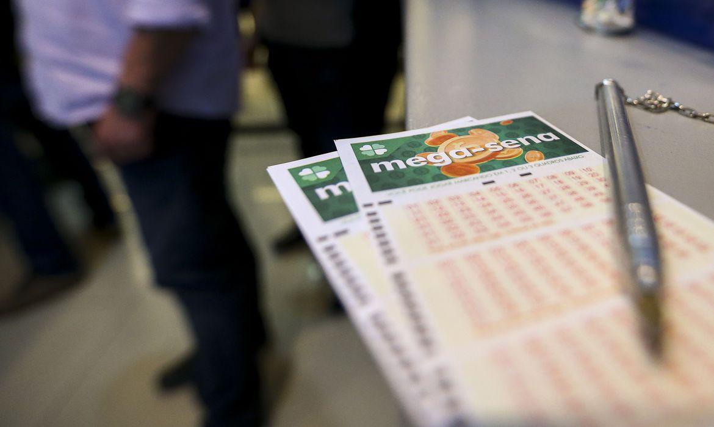 Mega-Sena acumula e pagará R$ 43 milhões na quarta-feira