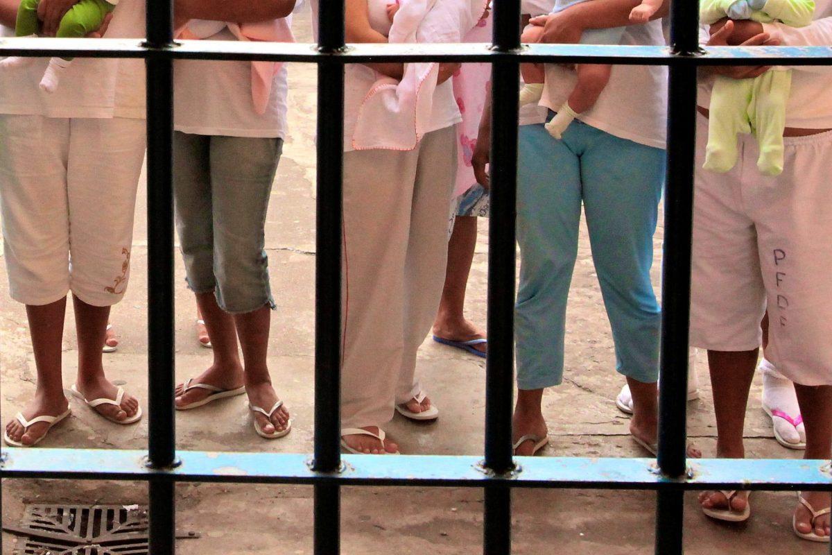 Ministro do STF autoriza prisão domiciliar para mães ou grávidas presas por tráfico