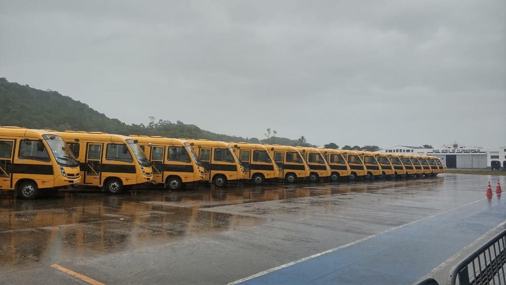 Ministros Onyx Lorenzoni e Abraham Weintraub estão em Florianópolis para entrega de veículos escolares