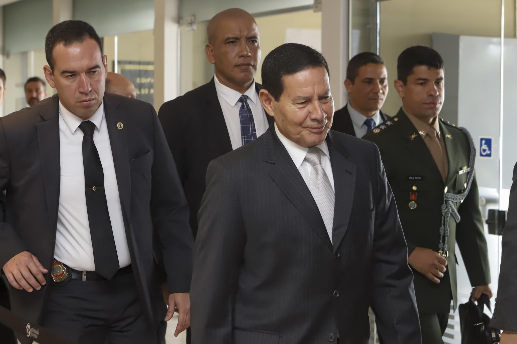 """Momento Brasil: """"O país vai entrar nos trilhos nos próximos três anos"""""""