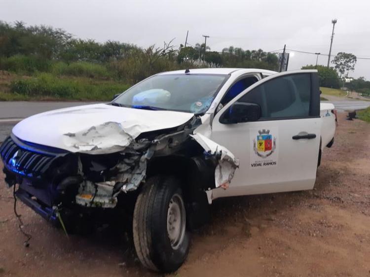 Motociclista de 26 anos morre após acidente envolvendo carro de prefeitura de Vidal Ramos na BR-470