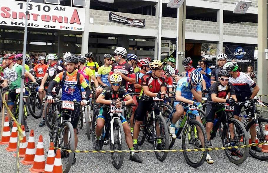 7ª Volta de Mountain Bike de Ituporanga reuniu quase 300 competidores neste domingo