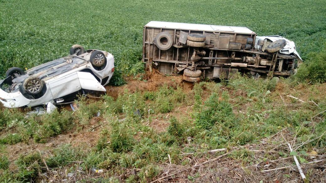 Acidente entre carro e caminhão mata uma pessoa na BR-470, em Pouso Redondo