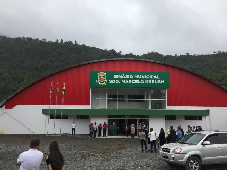 Administração de Leoberto Leal entrega para os moradores o ginásio municipal de esportes