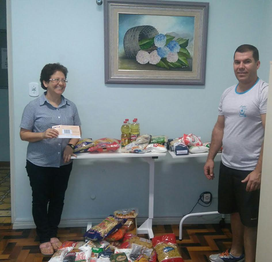 Alimentos arrecadados em caminhada são entregues ao Hospital Bom Jesus
