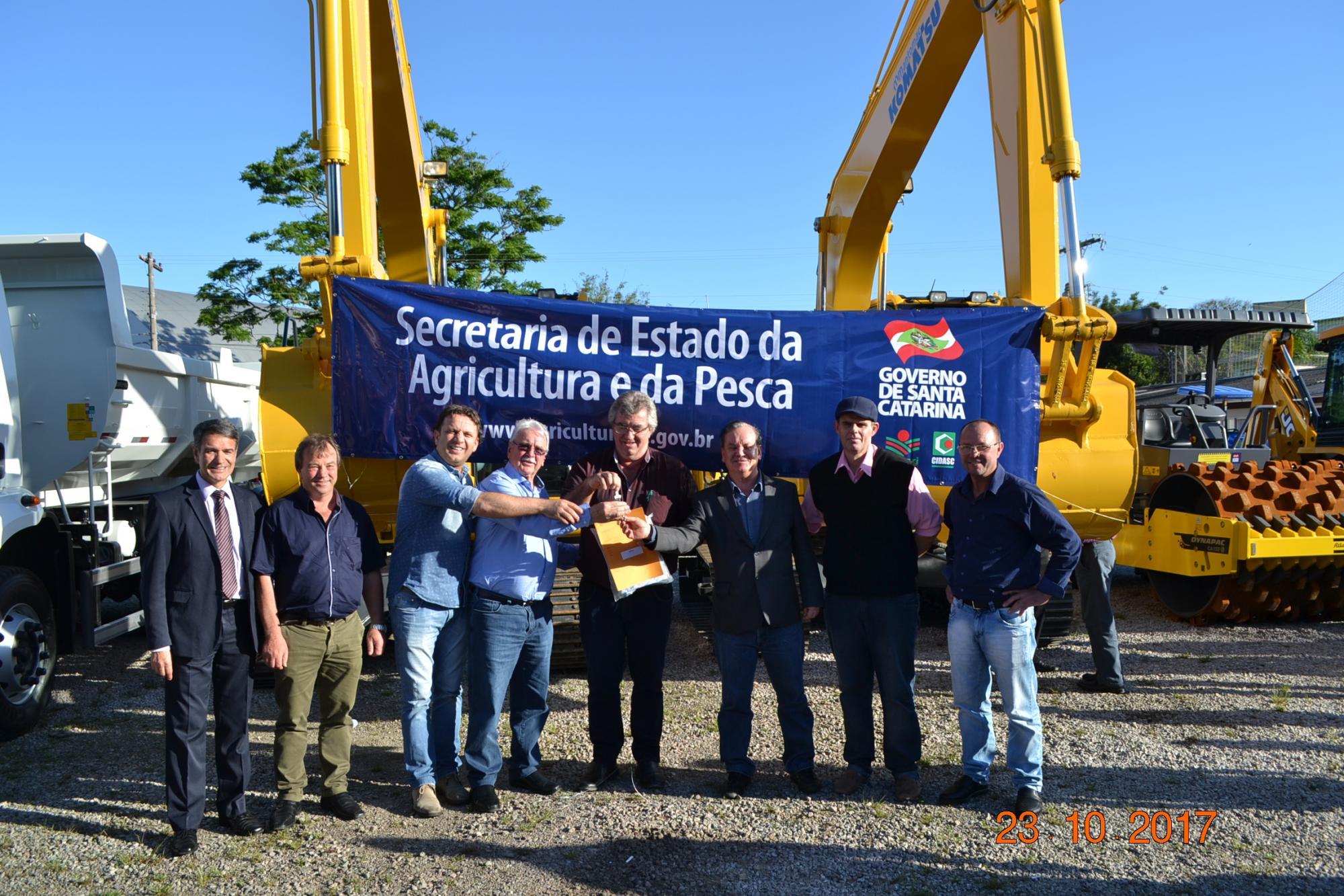 Alto Vale recebe R$ 1,6 milhões em equipamentos agrícolas
