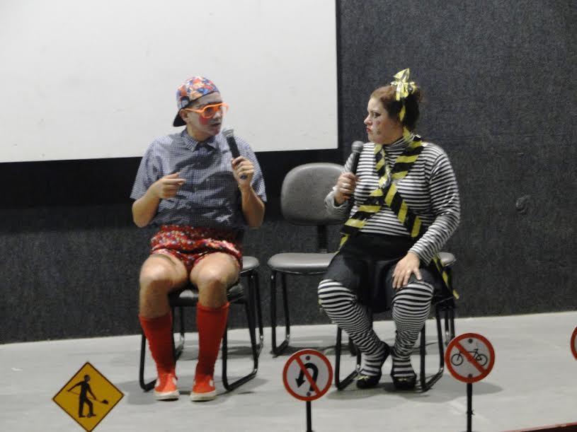 Alunos de Vidal Ramos prestigiam teatro sobre o trânsito