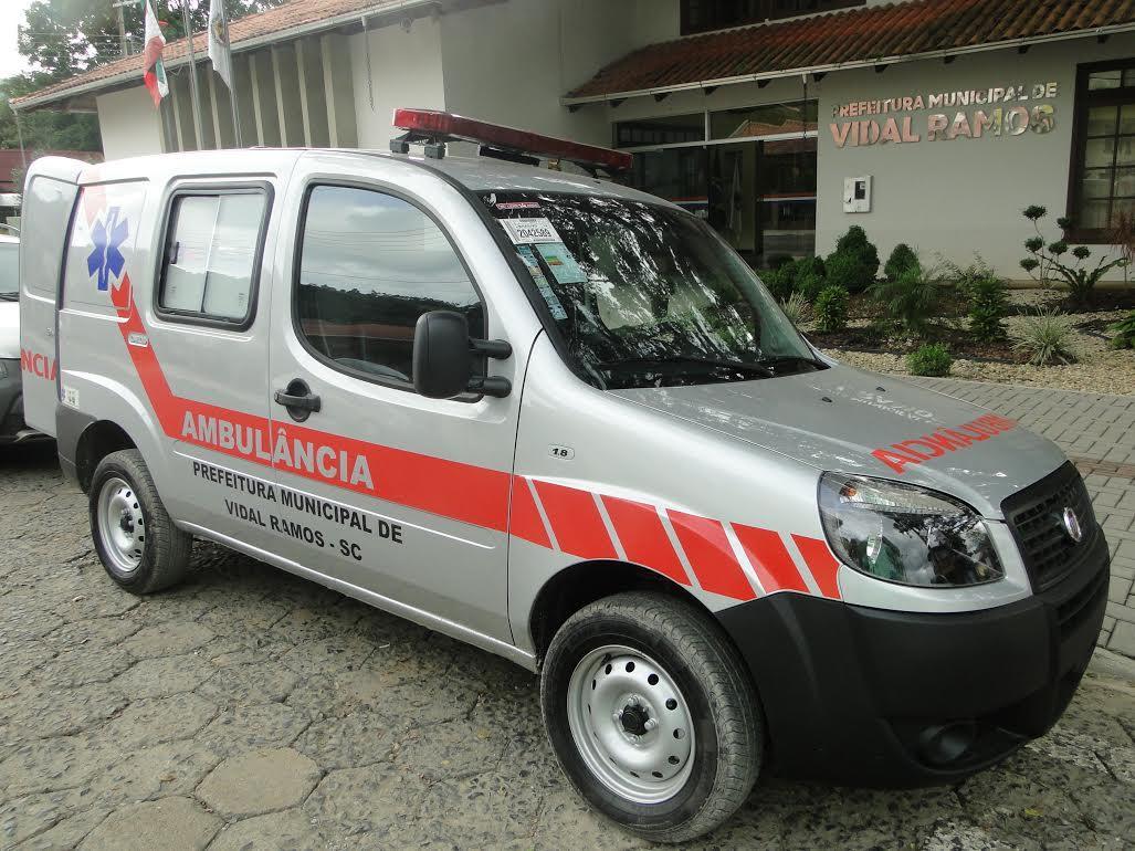 Ambulância é entregue para administração de Vidal Ramos