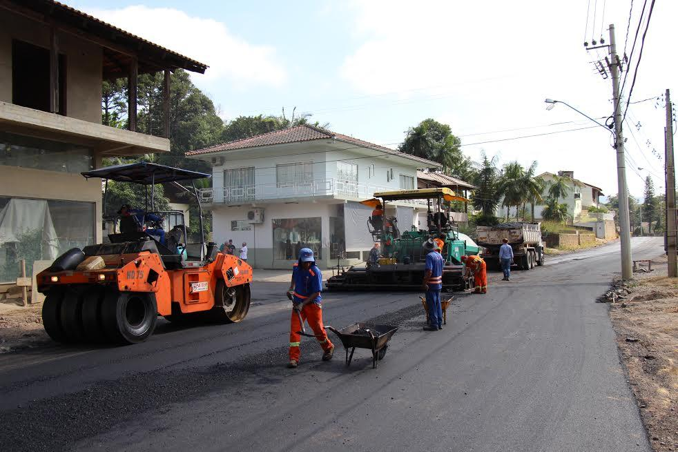 Asfaltamento da Rua Rui Barbosa em Rio do Sul iniciou esta semana