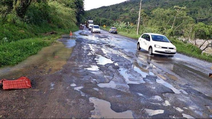 BR 470 ainda mais perigosa depois do período de chuva