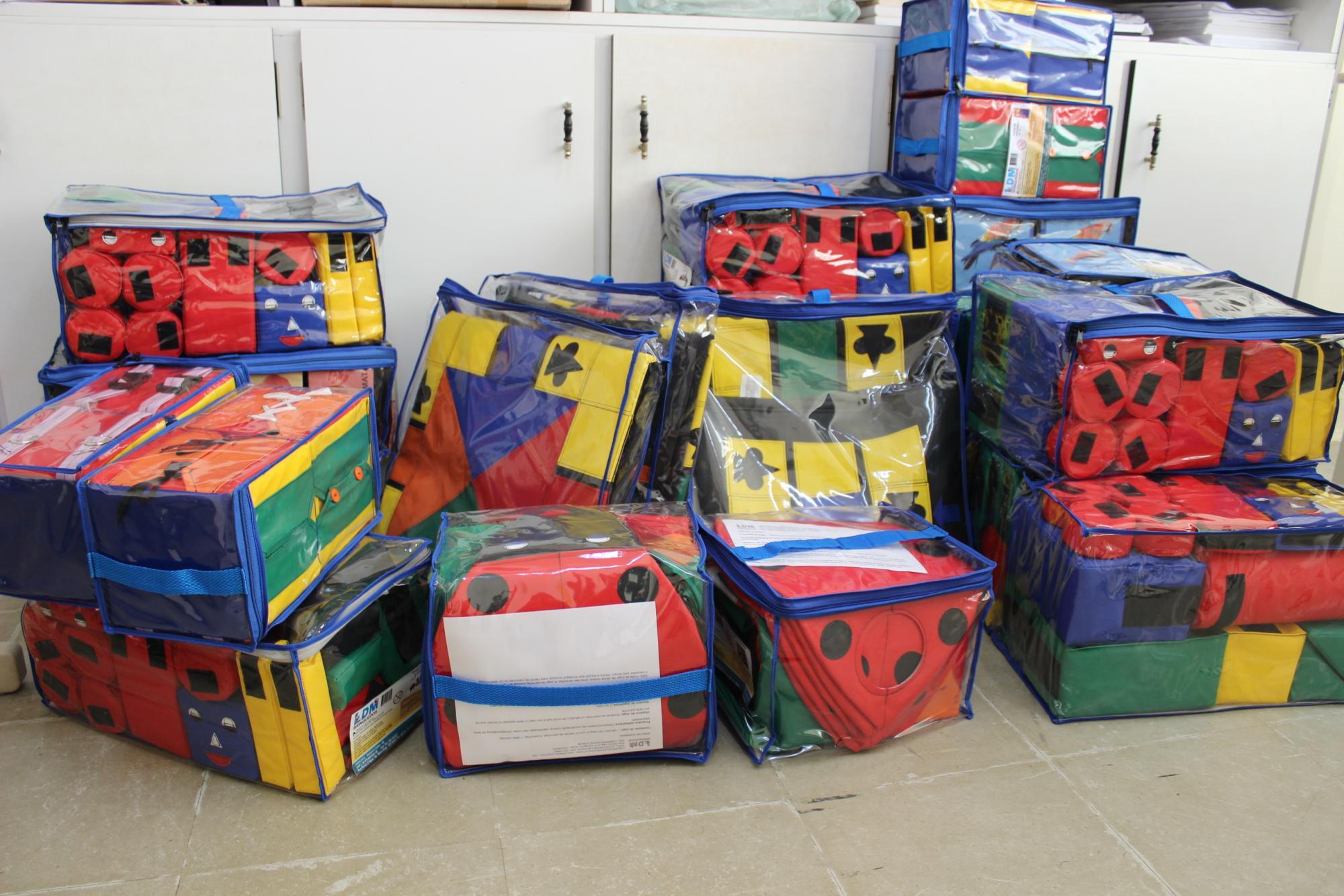 Brinquedos são entregues a unidades da educação infantil, em Petrolândia