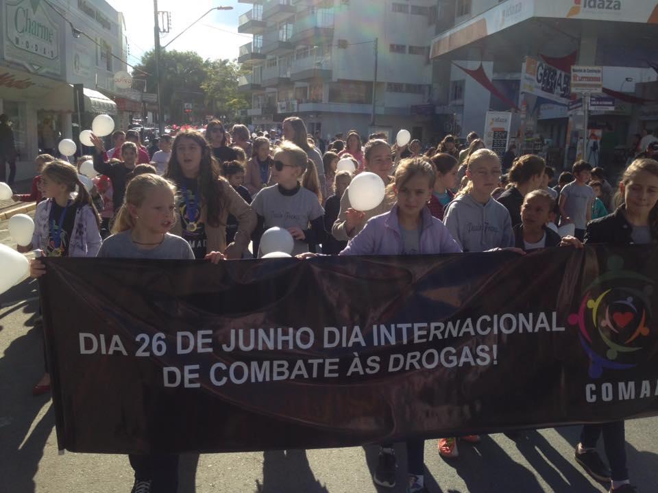 Caminhada alusiva ao Dia Internacional de Combate às Drogas é realizada em Ituporanga