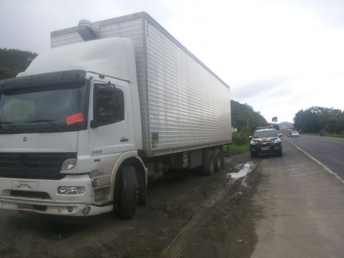 Caminhoneiro é assaltado no Paraná e liberado na BR-470 em Agronômica