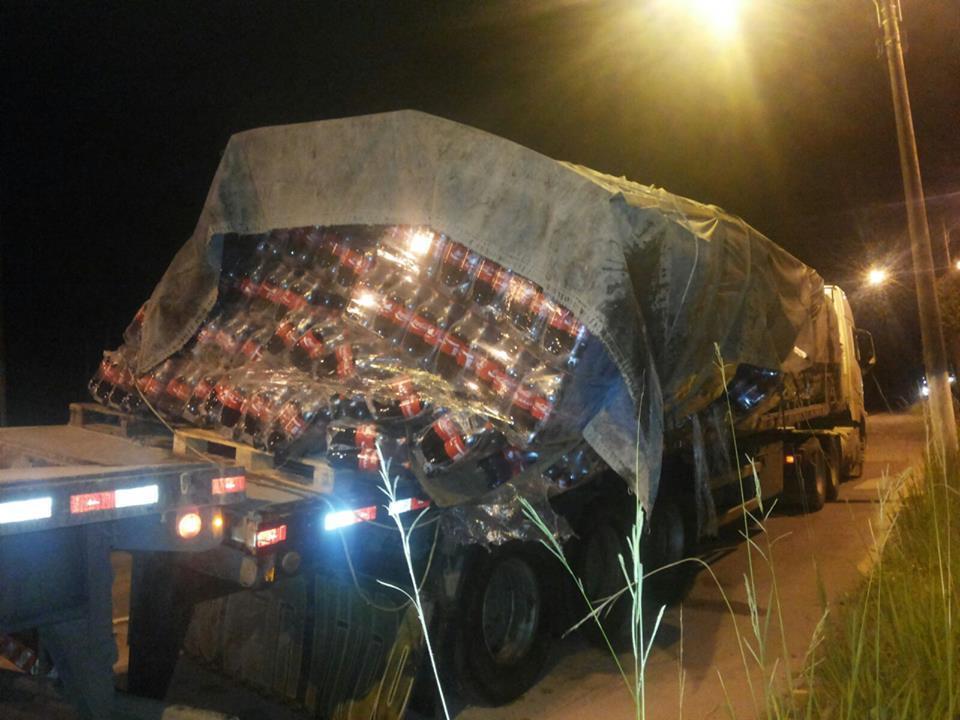 Carga de caminhão solta na BR 470, em Rio do Sul
