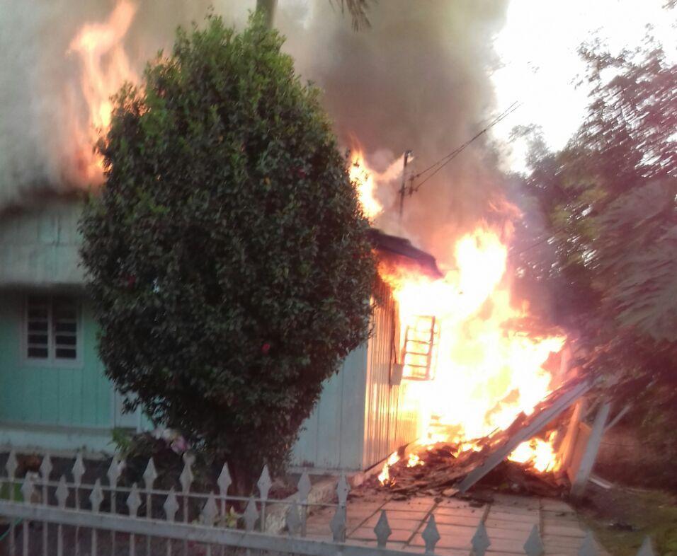 Casa é destruída pelo fogo em Ituporanga
