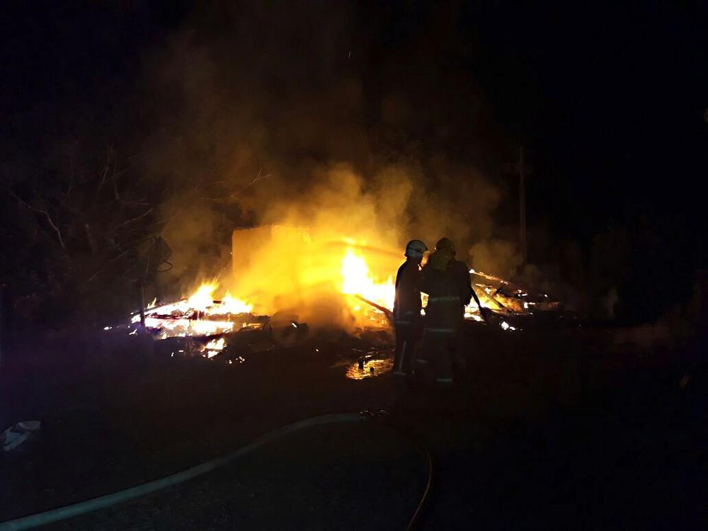Casa pega fogo em Presidente Getúlio e homem morre em incêndio causado por vela acesa para rezar