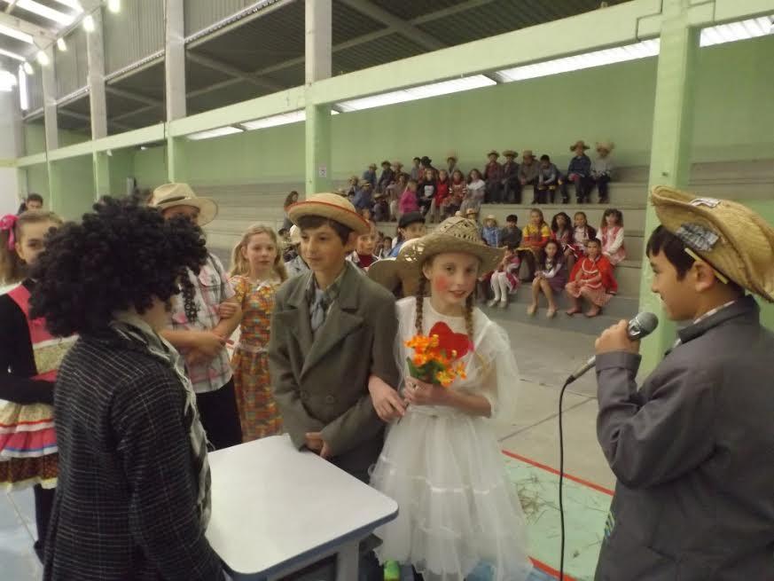 Centro Educacional Criança Esperança realiza gincana junina em Petrolândia