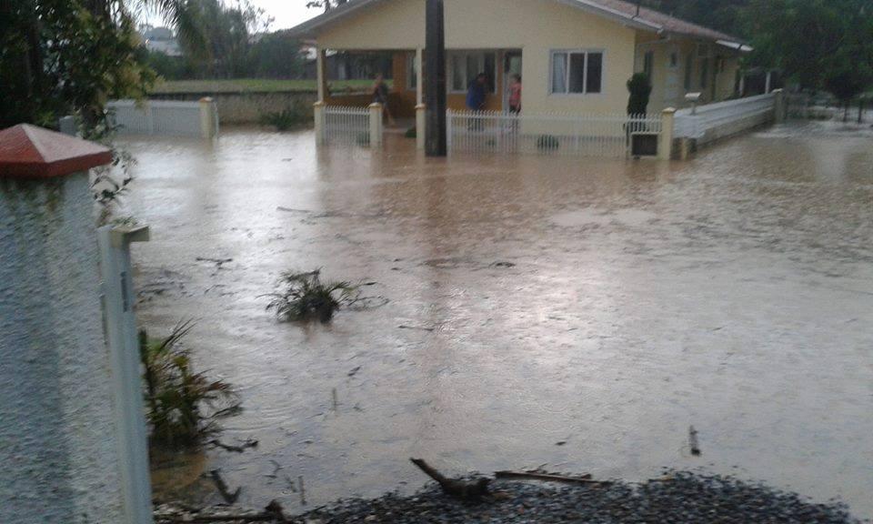 Chuva forte causa alagamentos em Imbuia