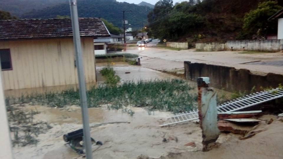 Chuvas causam estragos nas cidades da Região e levam prejuízos para a agricultura