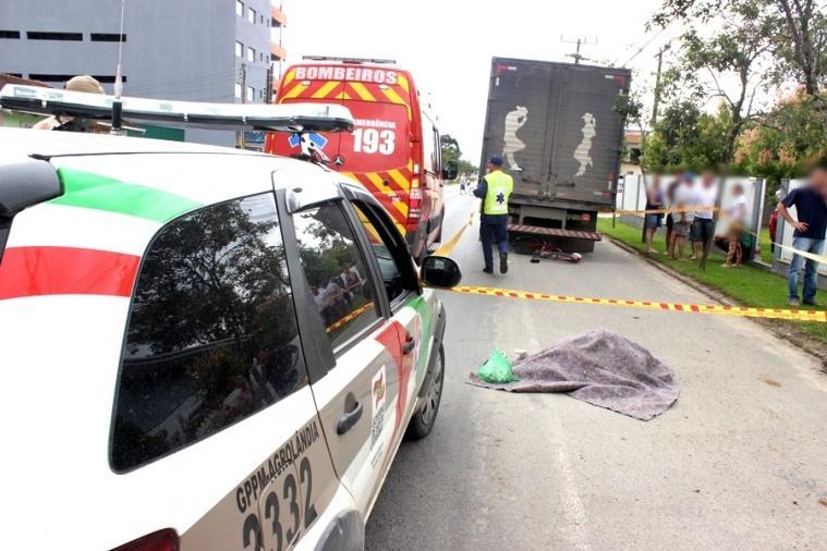 Ciclista morre após ser atropelada por caminhão em Agrolândia
