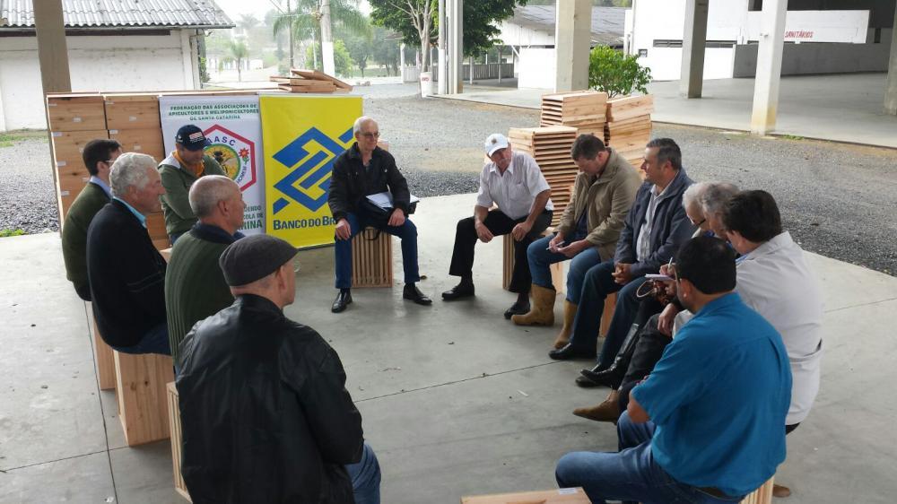 Colméias são entregues a Associação de Apicultores da Região da Cebola