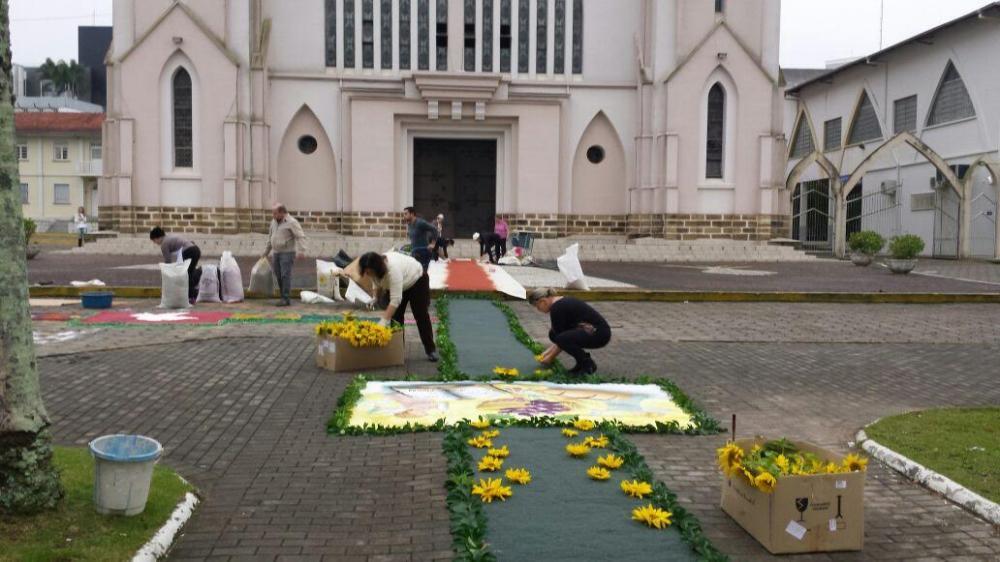Corpus Christi é celebrado em Ituporanga com confecção de tapetes