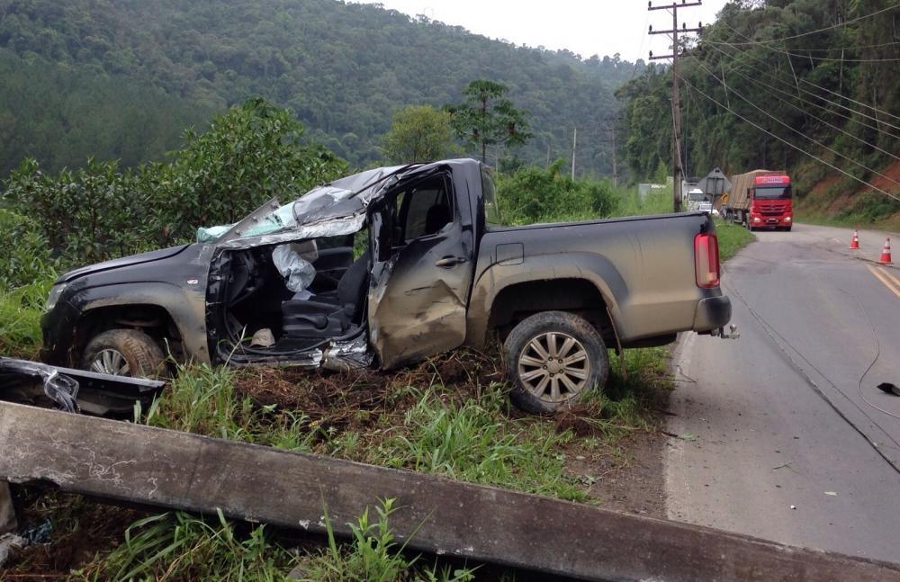 Criminoso derruba poste após roubar veículo do prefeito de Dona Emma