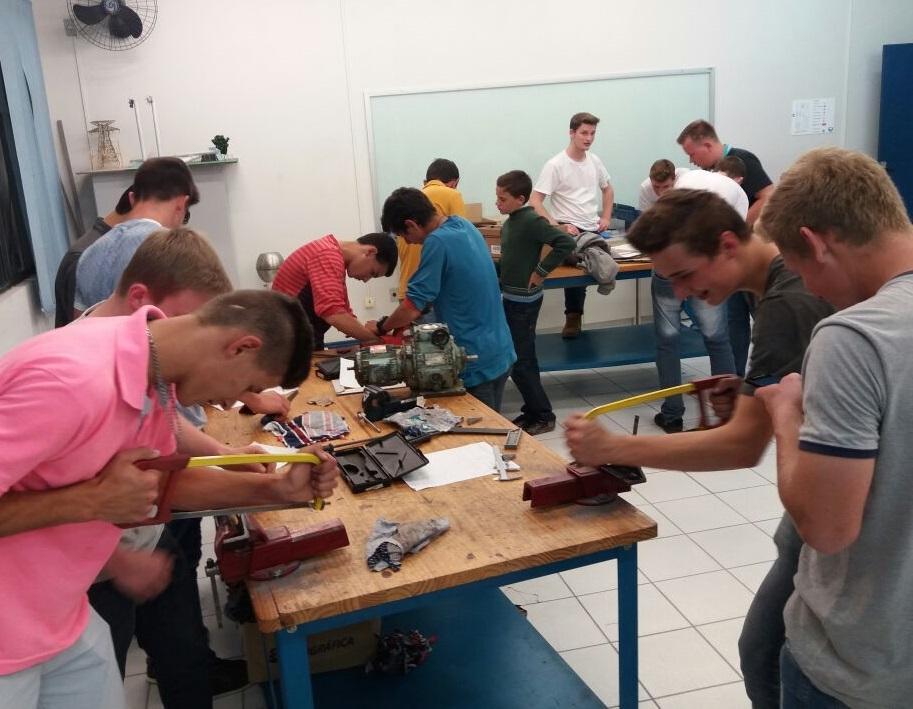 Curso de eletromecânica é ministrado a 45 alunos em Petrolândia