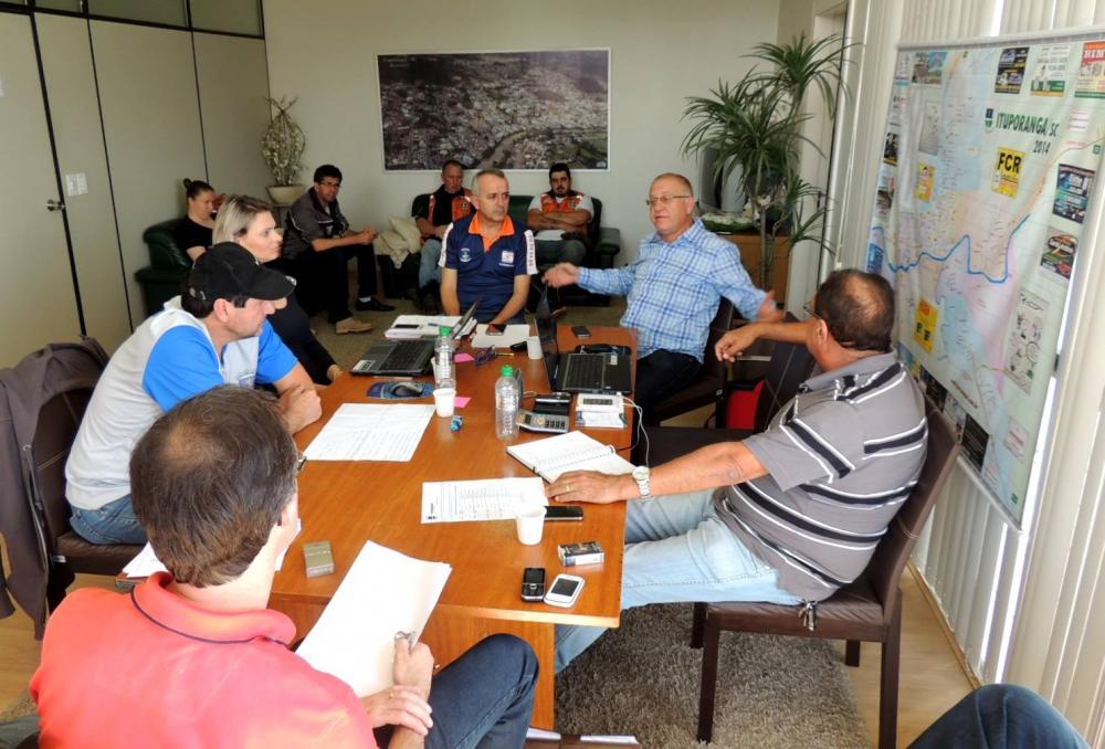 Defesa Civil de Ituporanga recomenda retorno gradativo a comerciantes e famílias após risco de enchente