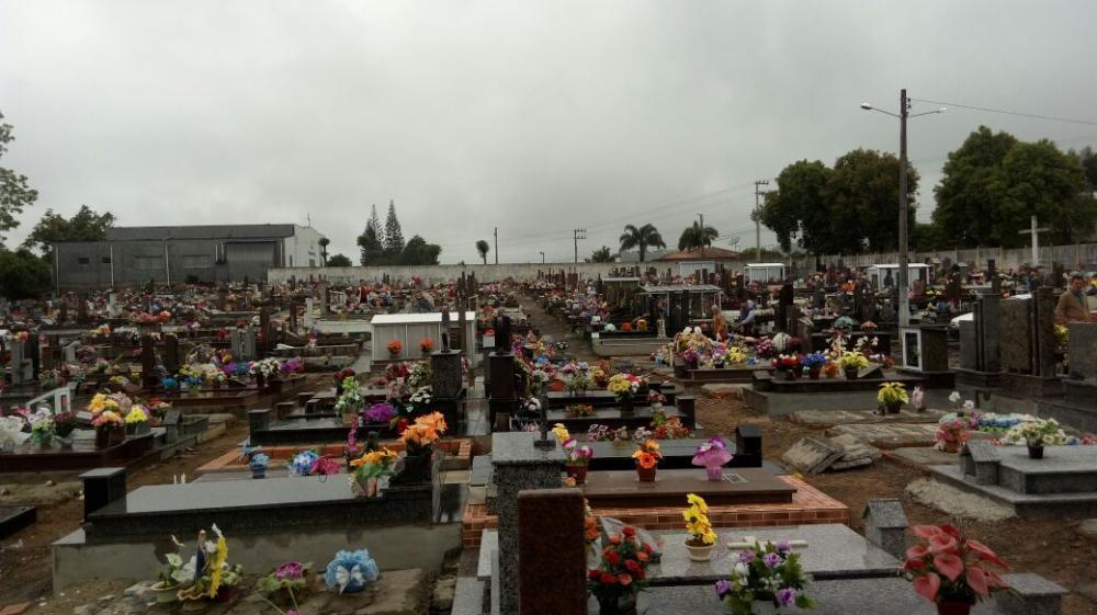 Dia de Finados: Confira como estão os trabalhos de limpeza e decoração nos principais cemitérios de Ituporanga