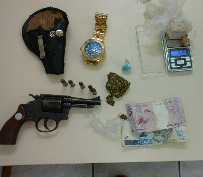 Dois são detidos por tráfico de drogas e porte de arma em Ituporanga