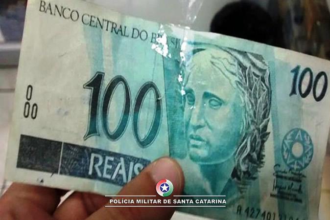 Duas pessoas são presas por repassarem moeda falsa no Alto Vale