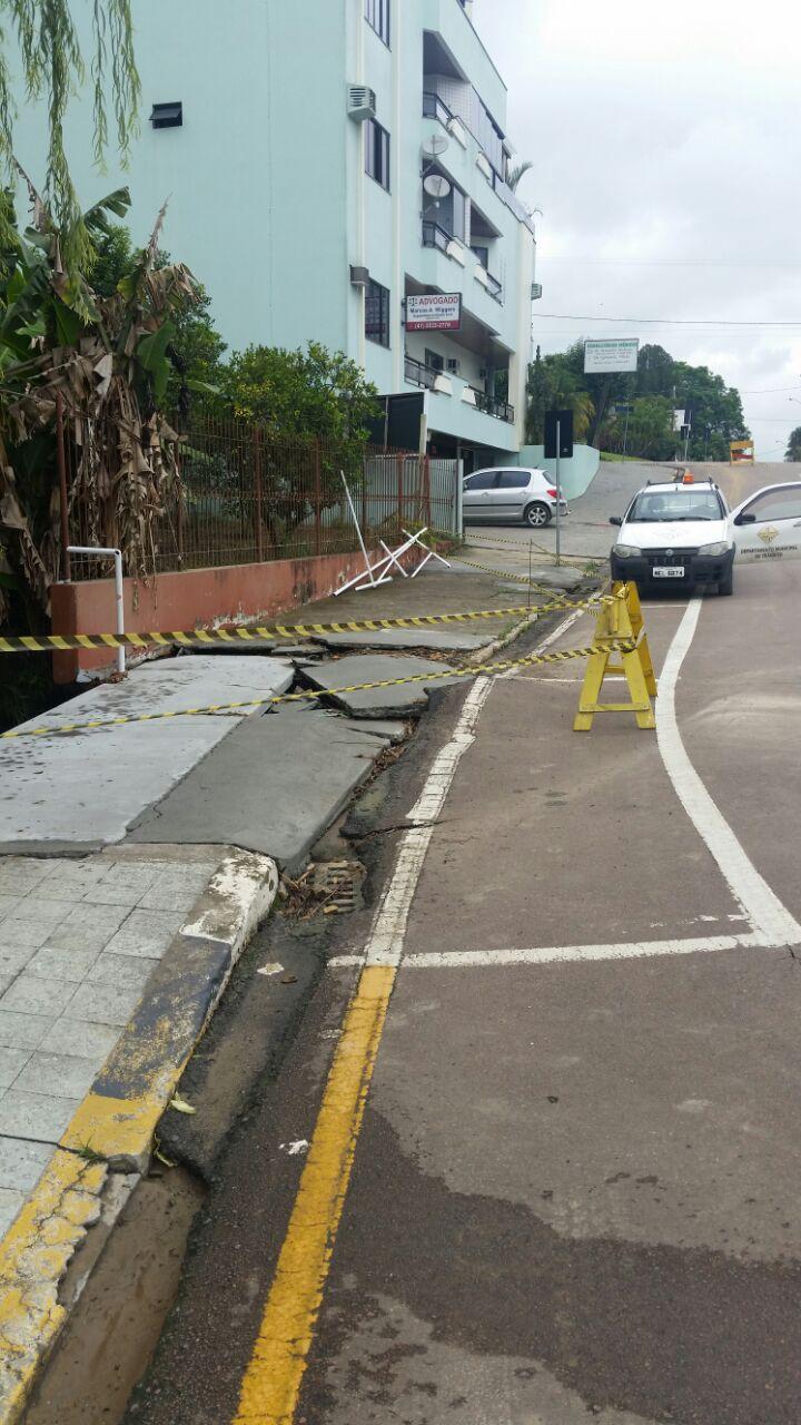 Em Ituporanga Defesa Civil precisou interditar rua no centro da cidade