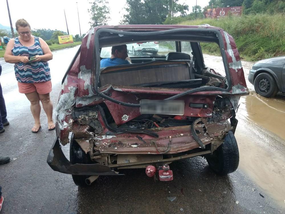 Engavetamento com seis veículos deixa uma pessoa ferida em Rio do Sul