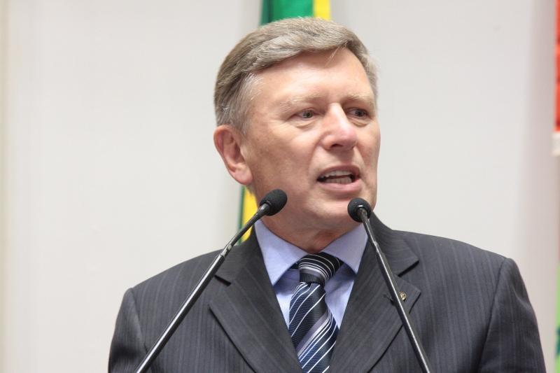 Ex-prefeito de Rio do Sul é investigado por assinar aditivos em 28 contratos no último quadrimestre de seu mandato