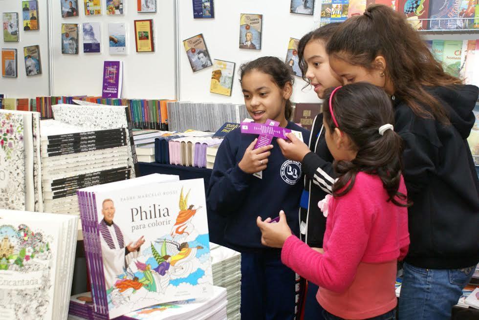 Feira do Livro de Rio do Sul recebe os primeiros estudantes
